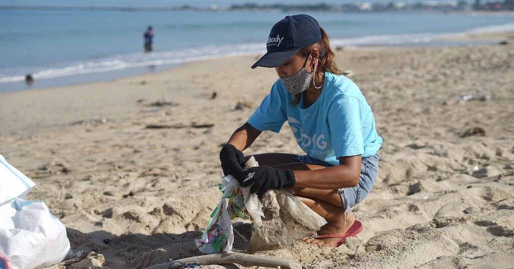 Corporate social responsibility initiative with an ocean cleanup